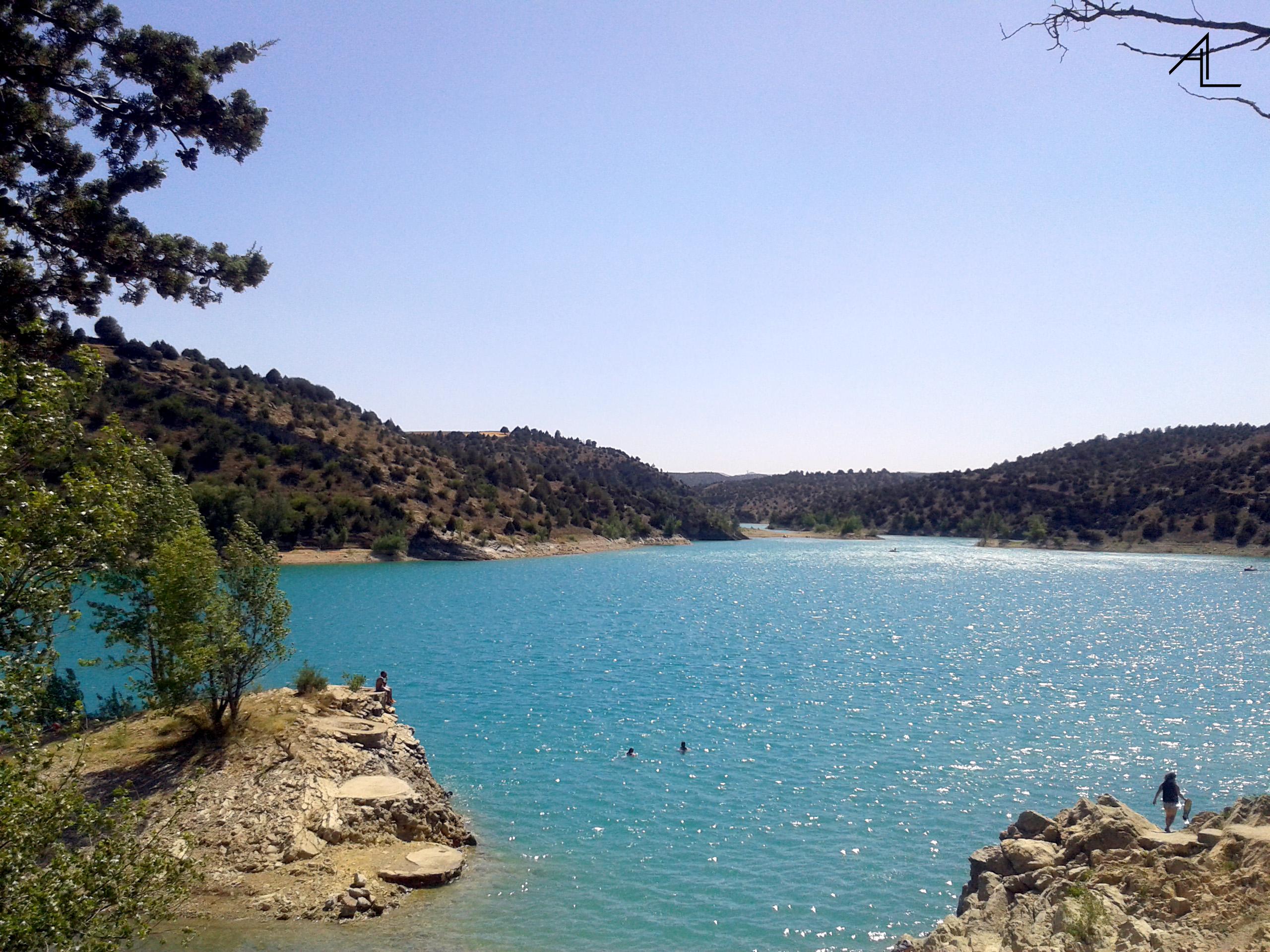 Teruel España Refrescándonos En El Embalse Del Arquillo De San Blas Contando Kilómetros